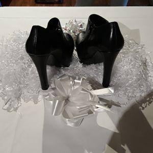 Steve Madden, ackle cut heels